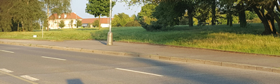 Pohled ze zastávky, Štefkova, busu č. 191 směr Letiště
